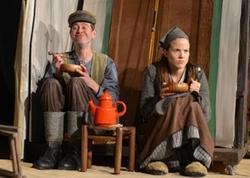 Szene aus dem Kindertheaterstück 'Vom Fischer und seiner Frau', © www.trotz-alledem-theater.de